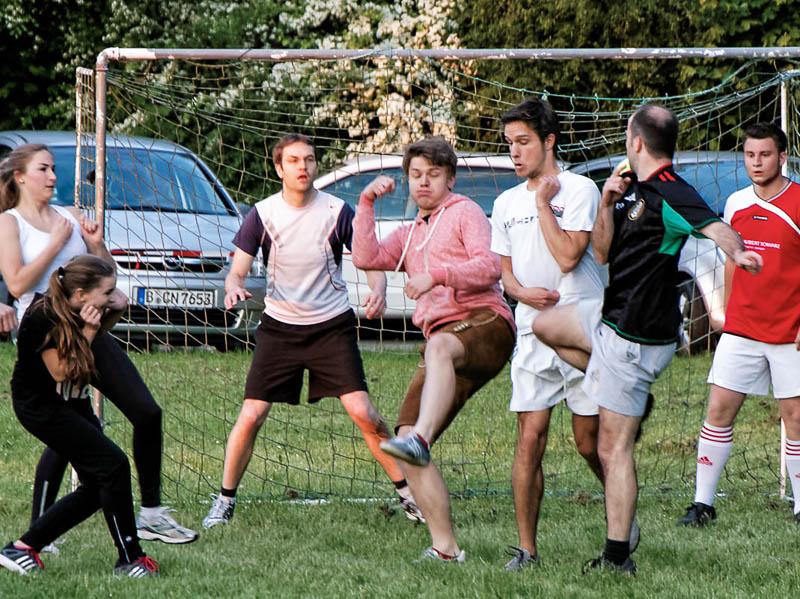 Auch die sportliche Betätigung kommt wieder nicht zu kurz: Steicher gegen Bläser!